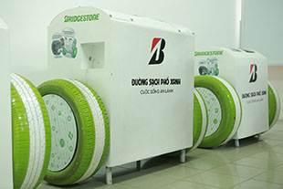 Bridgestone Việt Nam tài trợ thùng rác thông minh và xe đạp lọc nước cho thủ đô Hà Nội