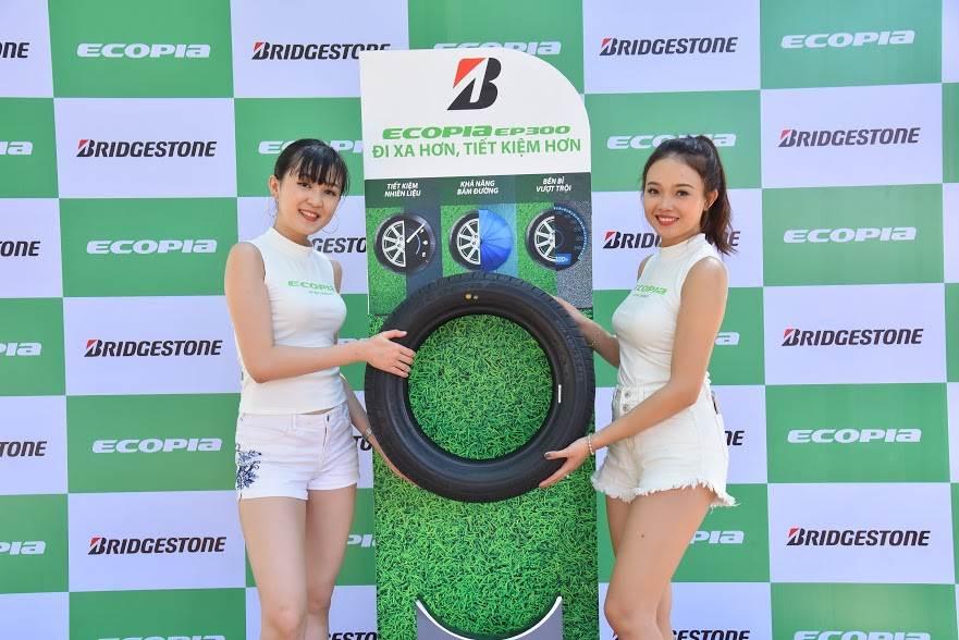 14 khách hàng tham gia chương trình trải nghiệm lốp Bridgestone ECOPIA EP300 - Đi xa hơn, tiết kiệm hơn