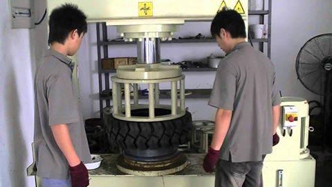 Máy ép xe nâng hiện đại Lốp xe nâng Bridgestone