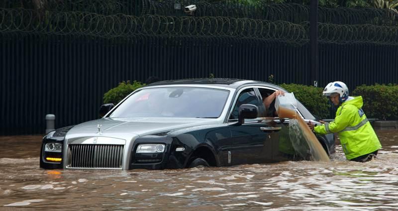 Vì sao hiện tượng thủy kích cực kì nguy hiểm cho động cơ xe